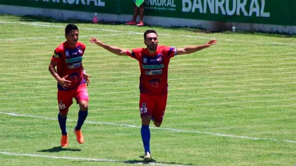 Carlos Félix Suénaga, delantero mexicano. Foto de Club Deportivo Iztapa.