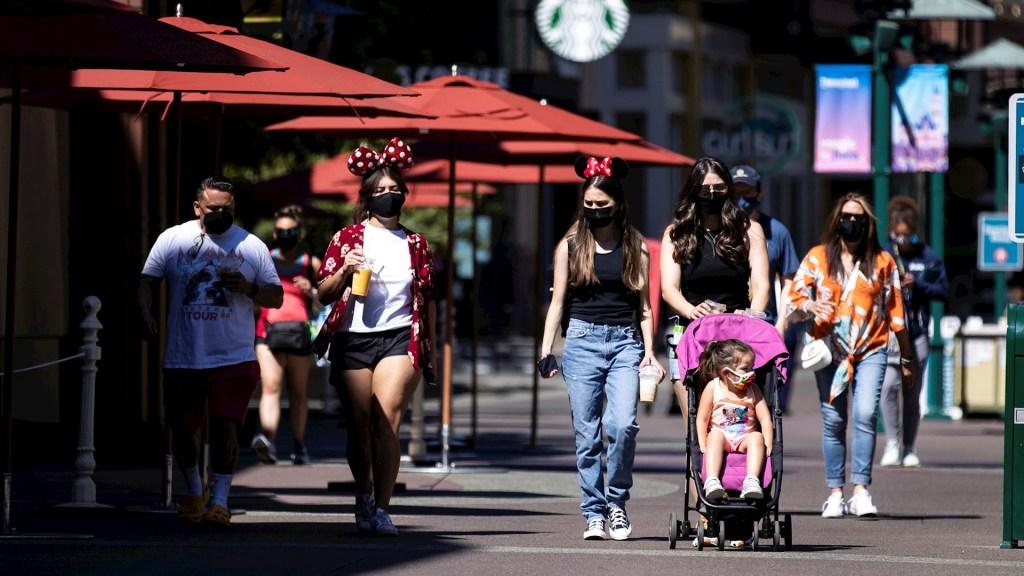 Disneyland reabre sus puertas en California tras más de un año cerrado - Disneyland Resort California 2