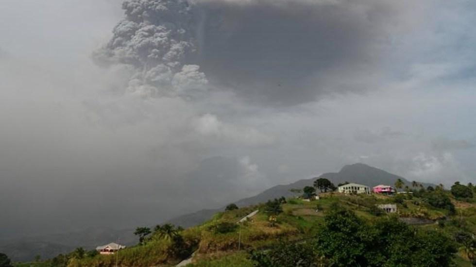 Autoridades piden paciencia a población que aún no ha sido desalojada por erupción del volcán La Soufriere - La erupción ha obligado al desalojo de la población. Foto de EFE