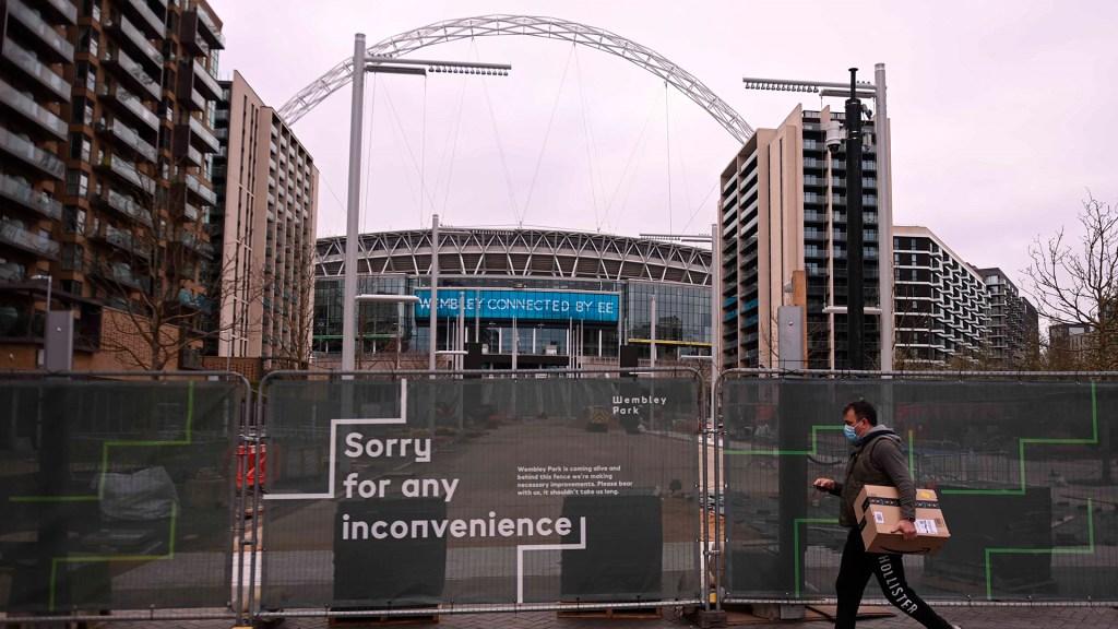 Reino Unido probará 'pasaportes COVID' en cines y eventos deportivos - Estadio de Wembley, en Londres, cerrado por restricciones ante COVID-19. Foto de EFE