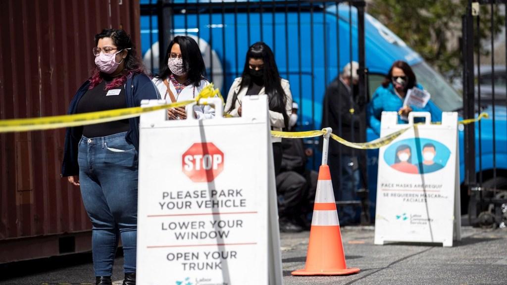 Estados Unidos rebasó las 567 mil muertes por COVID-19 - Estados Unidos alcanzó este miércoles 30.457.315 casos confirmados del coronavirus SARS-CoV-2 y 552.006 fallecidos por COVID-19, de acuerdo con el recuento independiente de la Universidad Johns Hopkins. Foto de EFE/EPA/ETIENNE LAURENT/Archivo.