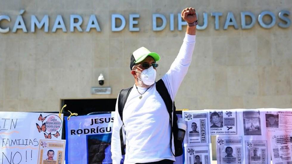 Familiares de desaparecidos en México protestan contra reforma a la FGR - Familias de desaparecidos en México protestan contra reforma a la fiscalía. Foto de EFE