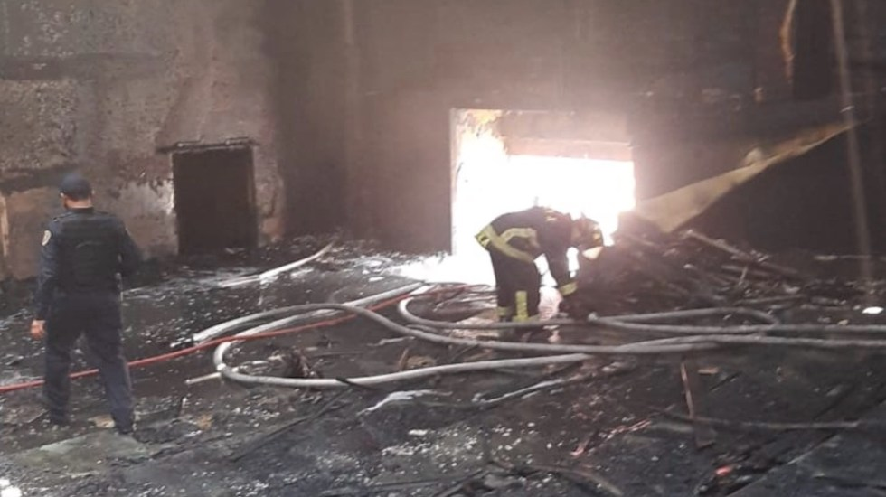 Incendio consume sala de cine en plaza comercial de Azcapotzalco - Incendio consume sala de cine en Azcapotzalco. Foto de @SGIRPC_CDMX