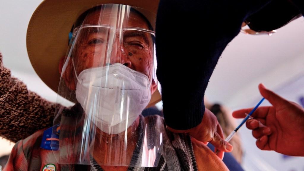 México registró en las últimas 24 horas 874 muertes y 5 mil 45 casos de COVID-19 - Proceso de vacunación en México contra el COVID-19. Foto de EFE
