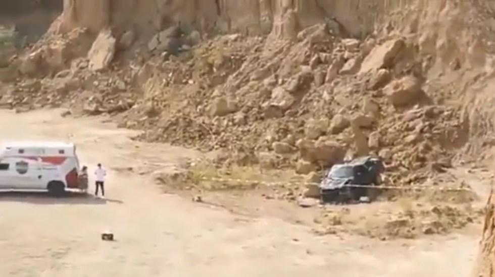Hallan en Amozoc a mujer muerta dentro de camioneta volcada; presumen encubrimiento - Mujer hallada muerta dentro de camioneta Puebla Amozoc