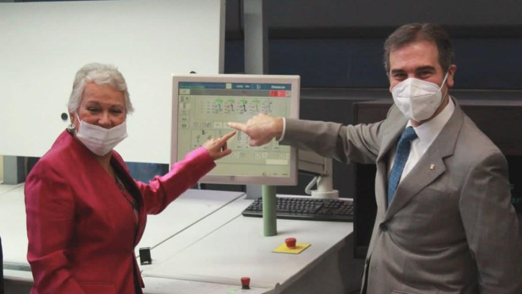 Llama Olga Sánchez Cordero a INE a ser 'árbitro neutral' en elecciones 2021 - Olga Sánchez Cordero con Lorenzo Córdova. Foto de @M_OlgaSCordero