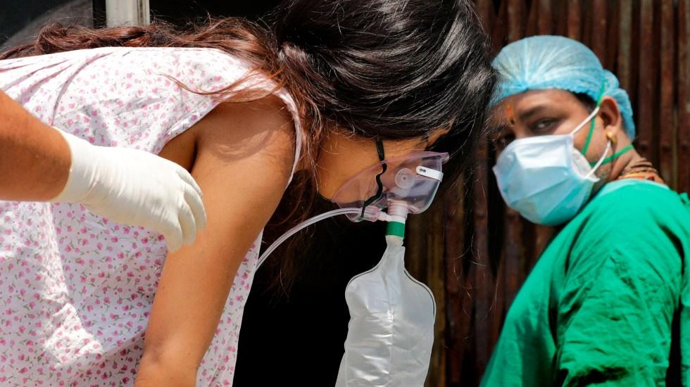 EXO-CD24, el medicamento israelí que podría curar COVID-19 grave - Paciente de COVID-19 en India. Foto de EFE