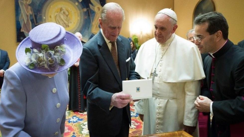Papa Francisco envía pésame a la reina Isabel por la muerte de su esposo, el duque de Edimburgo - Audiencia del papa Francisco a Felipe de Edimburgo y la Reina Isabel II en abril 2014. Foto de Vatican News
