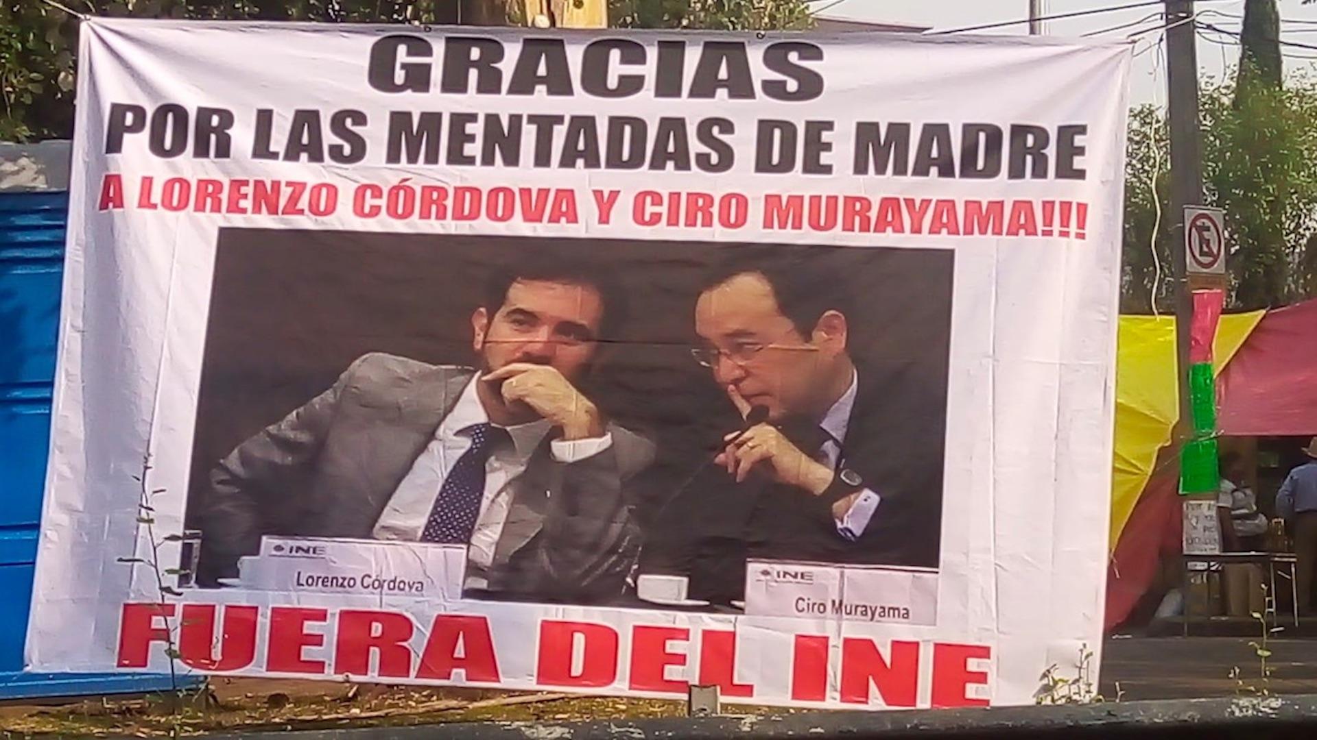 Protestan frente al INE. Foto tomada de video