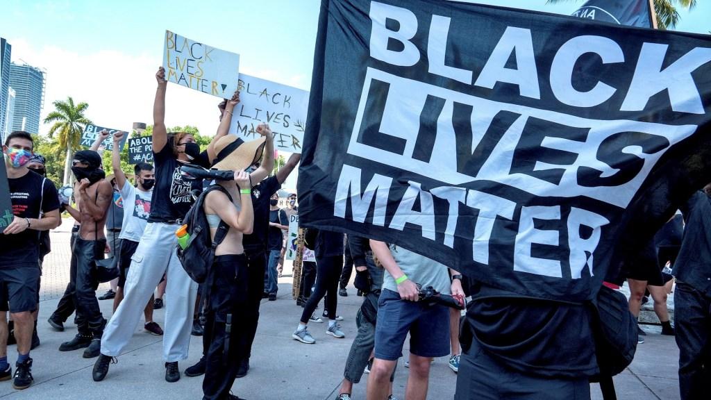 Protestan en Miami por la muerte del afroamericano Daunte Wright a manos de policías - Protesta Miami violencia policial 180420211
