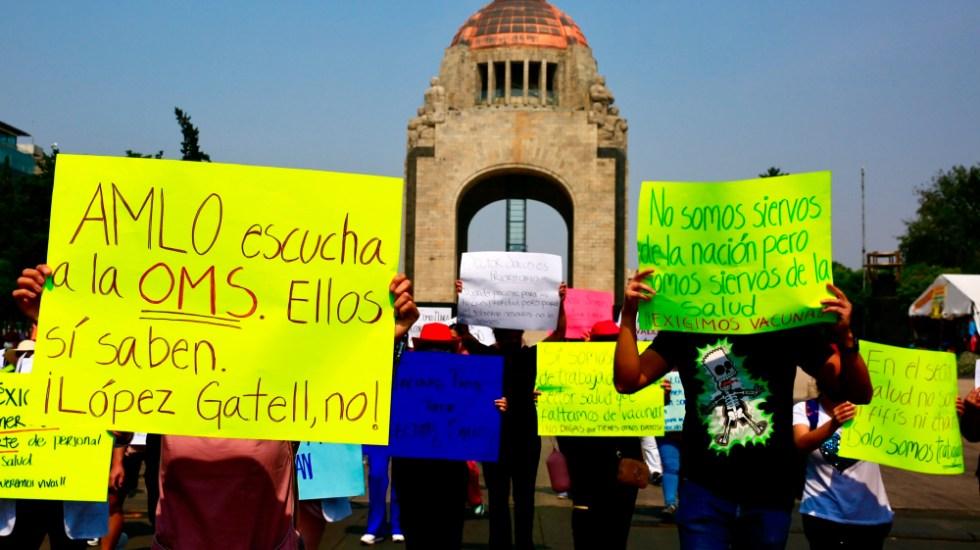 Falso que se haya negado la vacuna a médicos privados: AMLO - protestas medicos privados CDMX vacuna