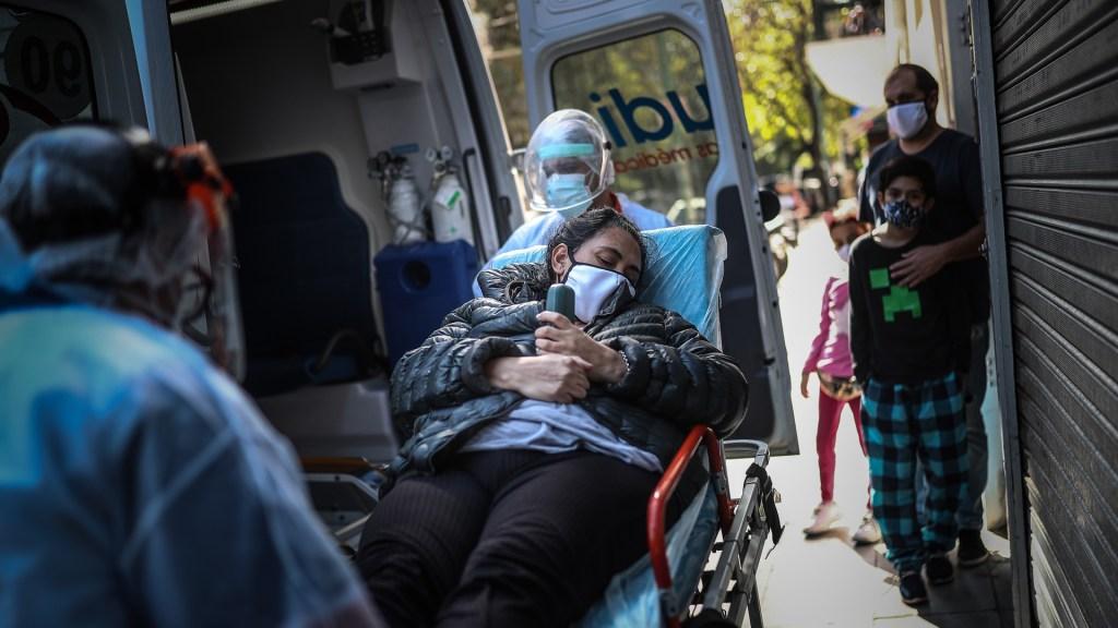 Aumentan casos de COVID-19 a nivel mundial por novena semana y las muertes por sexta semana - Segunda ola de la pandemia en Buenos Aires, Argentina. Foto de EFE