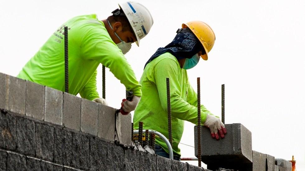EE.UU. crea casi un millón de empleos en marzo y el desempleo cae a 6 % - El número de desempleados en EE.UU. se redujo a 8,5 millones, una cifra todavía por encima de los niveles prepandémicos de febrero de 2020. Foto de EFE