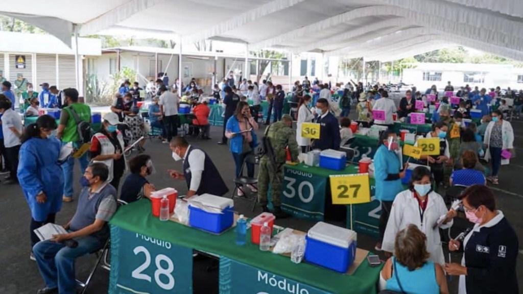 López-Gatell recomienda vacunarse a personas que ya se contagiaron de COVID-19 - Unidad de vacunación de la UAM Iztapalapa. Foto de Salud CDMX