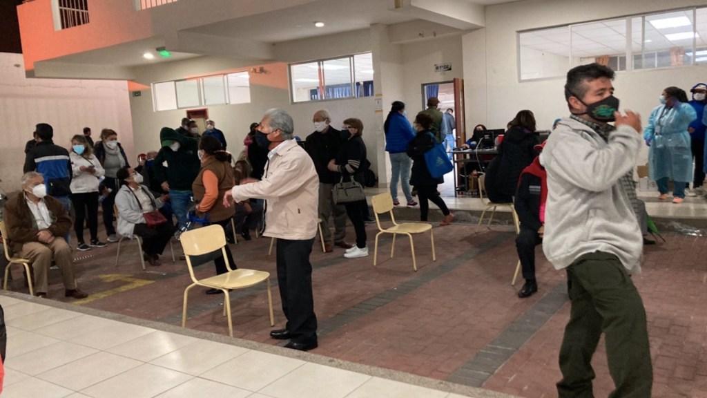 #Video Lenin Moreno pide renuncia a titular de Salud por caos en vacunación - Adultos mayores esperaron hasta 13 horas para ser vacunados en Ecuador. Foto de @titi3825