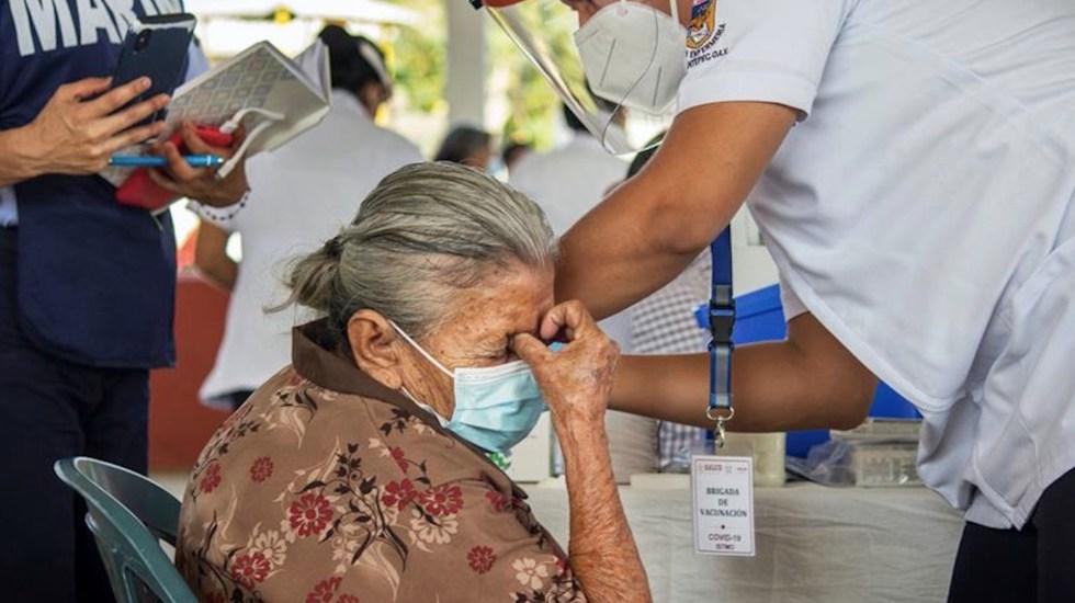 El próximo martes se podrían dar detalles sobre vacunación a adultos de 50 a 59 años - Vacunación en México. Foto de EFE