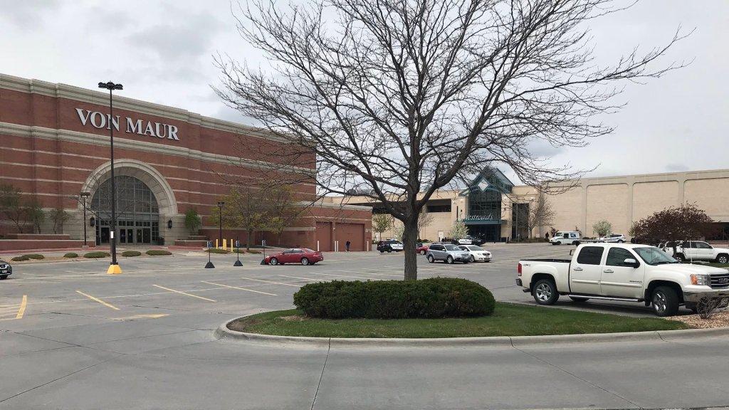 Dos heridos tras tiroteo en centro comercial de Nebraska - El centro comercial WestRoads, en Omaha, Nebraska. Foto de @AshlyWOWT