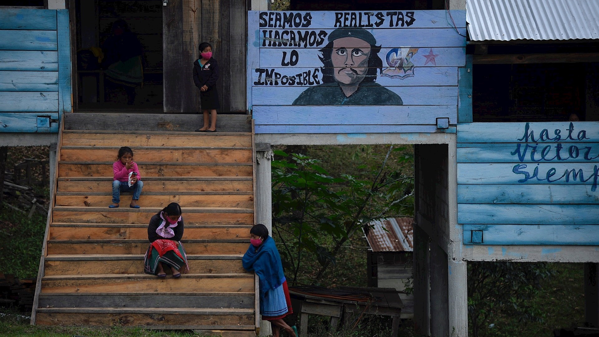 Una delegación del Ejército Zapatista de Liberación Nacional (EZLN) emprendió este lunes un viaje a Europa para defender sus derechos de justicia social y explicar sus reivindicaciones de autonomía frente al estado federal mexicano. Foto de EFE/Carlos López