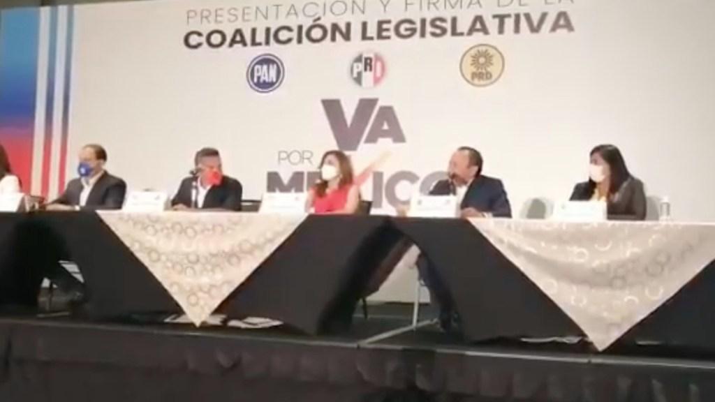 PRI, PAN y PRD firman coalición 'Va por México' como contrapeso en el Congreso - PRI, PAN y PRD firman coalición 'Va por México' como contrapeso en el Congreso. Foto de Jesús Zambrano