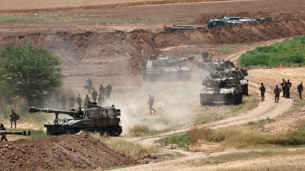 Merkel expresa a Netanyahu solidaridad con Israel y pide fin de la escalada bélica - Artillería de Israel en zona limítrofe con Gaza. Foto de EFE