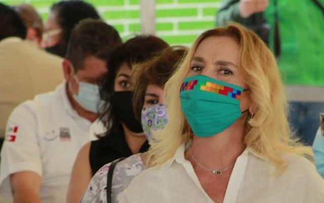 #Video Beatriz Gutiérrez Müller se vacuna contra COVID-19 en la Cuauhtémoc - Beatriz Gutiérrez Müller en fila para vacunarse contra COVID-19. Foto de Nicole Caloe / @ObturadorMX_