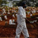 Brasil registra mil 24 nuevas muertes por COVID-19 en medio de fiestas clandestinas - Brasil pandemia COVID-19 coronavirus