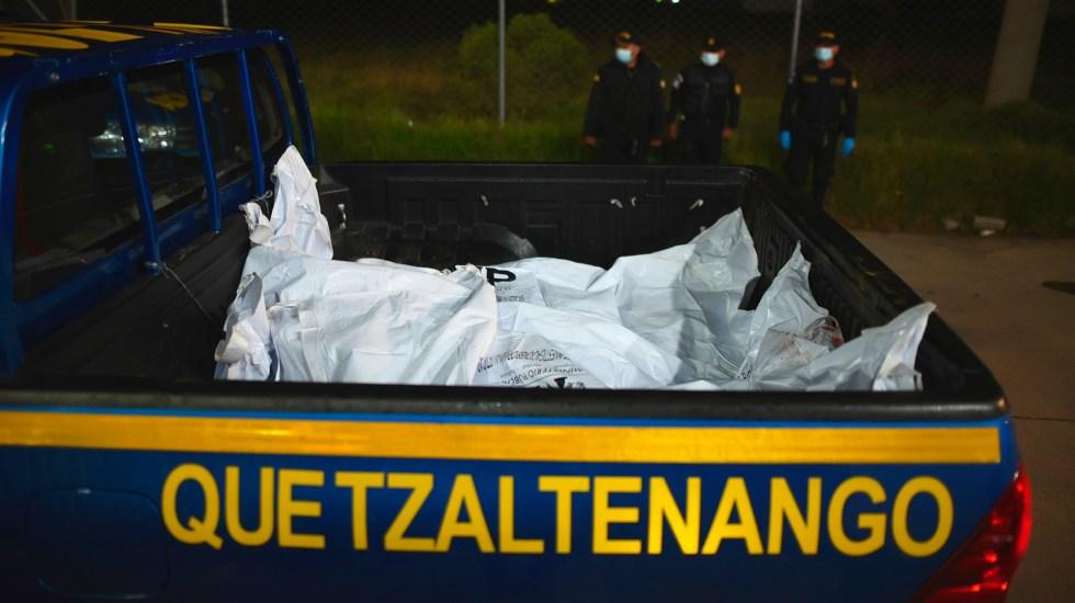 Decapitan a siete reos durante motín en cárcel de Guatemala - Cadáveres de reos asesinados en cárcel de Guatemala. Foto de EFE