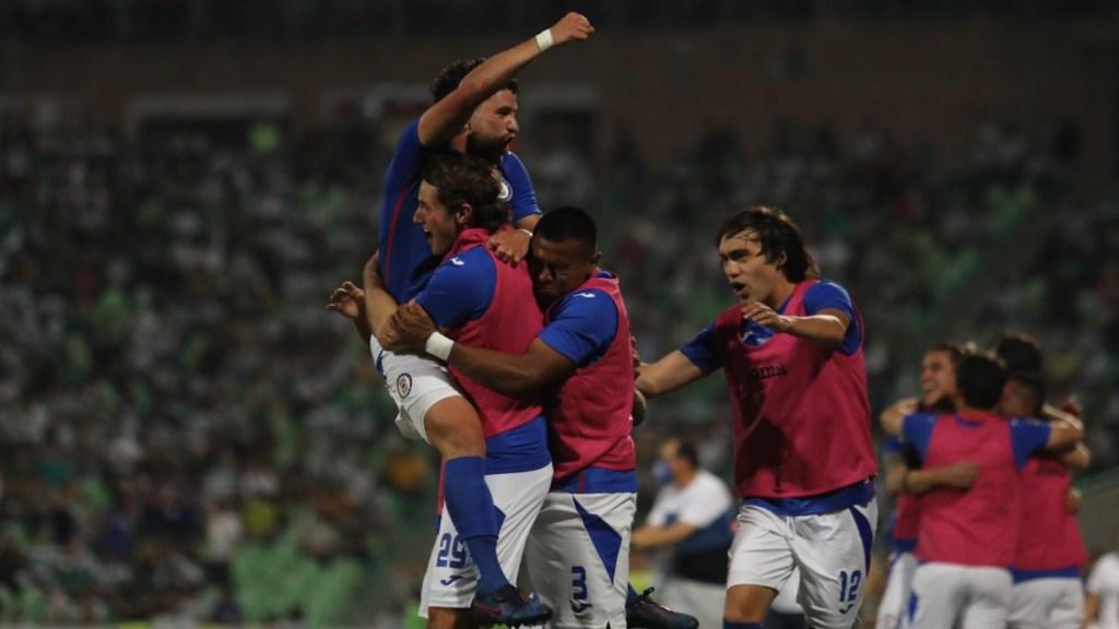 Cruz Azul recibe a Santos con todo a favor para revertir su historia - Cruz Azul recibe a Santos con todo a favor para revertir su historia. Foto de Twitter @CruzAzul