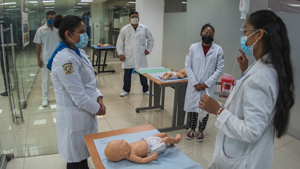 ENEO Enfermería UNAM alumnos clases taller