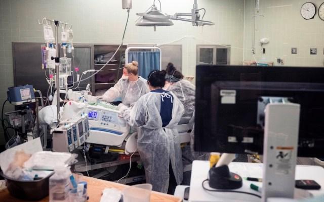 Estados Unidos rebasa las 599 mil muertes por COVID-19 - EE.UU. suma 584 mil 464 muertes y casi 33 millones de contagios por COVID-19. Foto de EFE