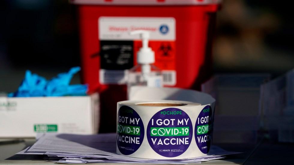 Estados Unidos aplicará tercera dosis de vacuna contra COVID-19 - Estampas de vacunación contra COVID-19 en EE.UU. Foto de EFE / Archivo