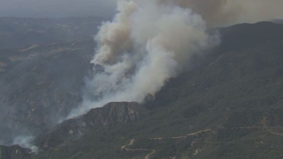 Incendio en Los Ángeles obliga al desalojo de más de mil personas - Incendio California Los Ángeles