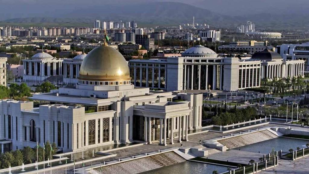 Cinco ciudades místicas que fueron abandonadas - Independence Square Ashgabat