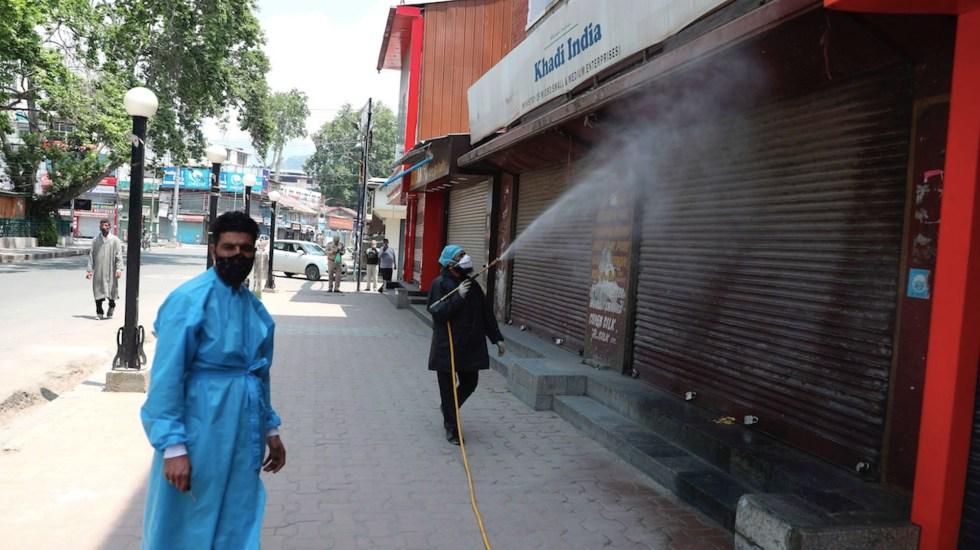 India supera las 4 mil muertes diarias por COVID-19 - India supera las 4 mil muertes diarias por COVID-19. Foto de EFE
