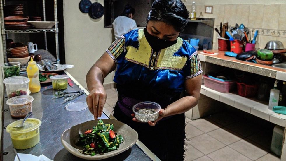 Claudia Albertina, la indígena tzotzil que revoluciona la cocina tradicional - Claudia Albertina, la indígena tzotzil que revoluciona la cocina tradicional. Foto de EFE