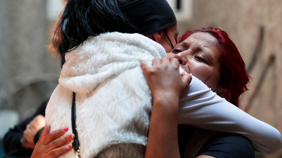Habilita Gobierno CDMX teléfonos y mesa de atención para familiares de víctimas por colapso en el Metro - Marisol Tapia, madre del niño Brandon Giovanny, quien murió en el colapso de la Línea 12 del Metro- Foto de EFE