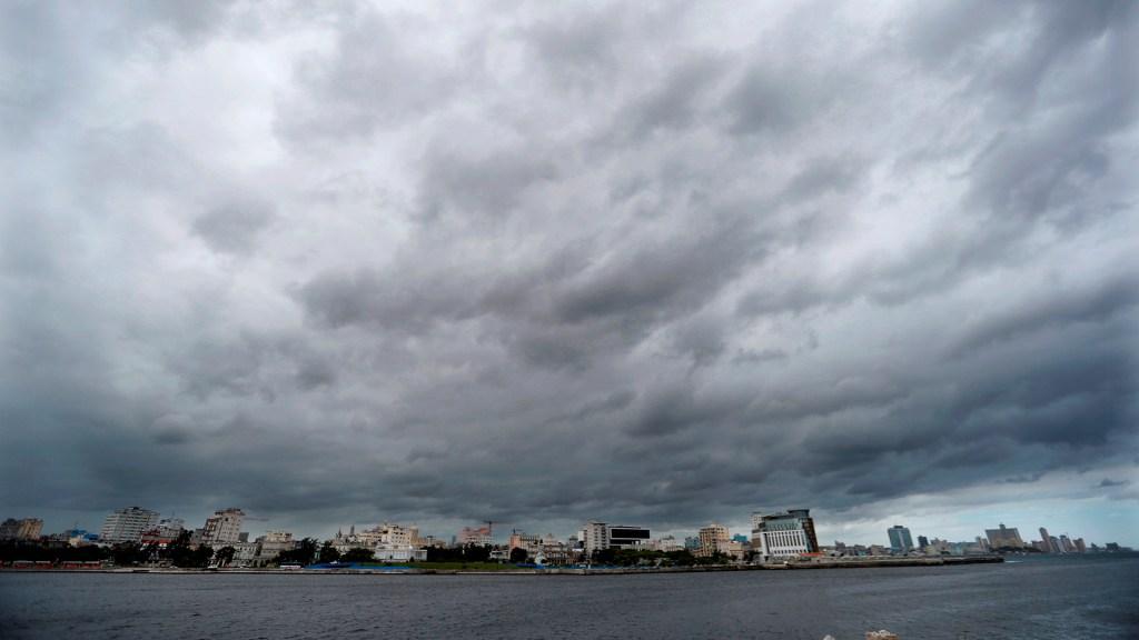 Ana, primera tormenta del año en el Atlántico, puede desatarse este viernes - Mal clima en el Atlántico. Foto de EFE