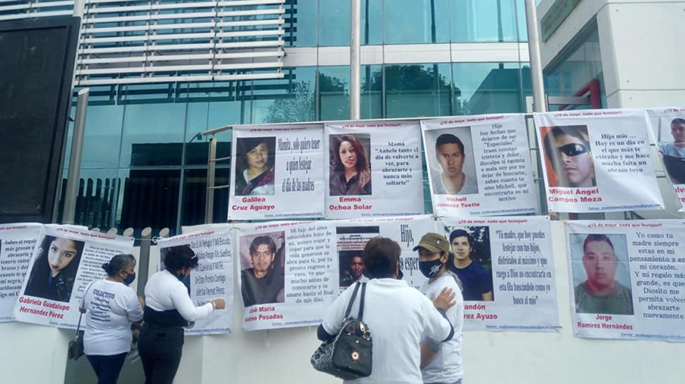Madres marchan en todo México en búsqueda de familiares desaparecidos - Manifestación de madres en búsqueda de familiares desaparecidos, en Puebla. Foto de @DESAPARECIDOSPUEBLA