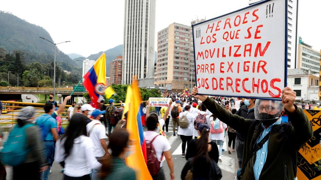 Manifestantes toman las calles de Colombia en segundo 'paro nacional' - Manifestación en Colombia durante segundo paro nacional. Foto de EFE