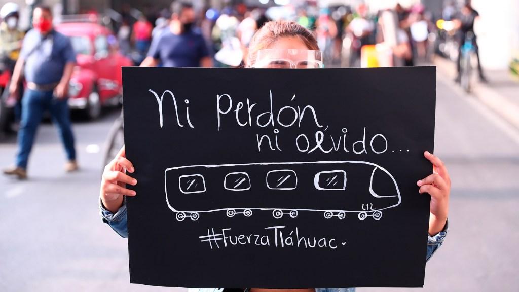 """Iglesia Católica afirma que el Metro CDMX necesita """"urgente y cercana"""" atención - Manifestación por colapso en Línea 12 del Metro. Foto de EFE"""