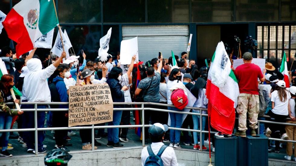 AMLO arremete contra oposición y prensa por magnificar denuncias por Línea 12 del Metro - Marcha Línea 12 Metro CDMX FGR