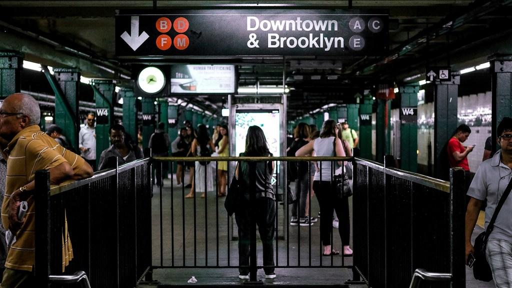 Nueva York ofrecerá vacunas contra COVID-19 en estaciones del Metro - Metro de Nueva York. Foto de Mitchell Trotter / Unsplash