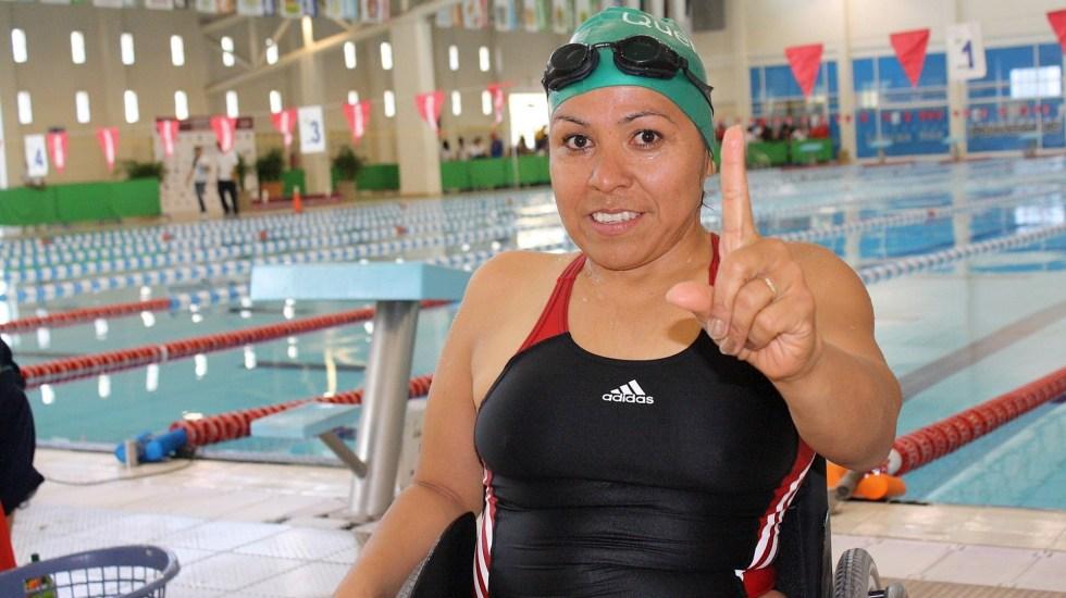 Mexicana Patricia Valle perseguirá a sus 52 años medalla en los paralímpicos - Patricia Valle natación
