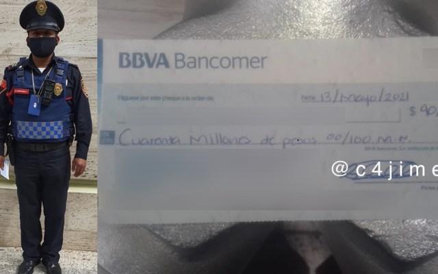 Policía encuentra cheque con 40 mdp en Polanco; lo resguarda y devuelve a su dueño - Policía SSC Cheque dinero polanco
