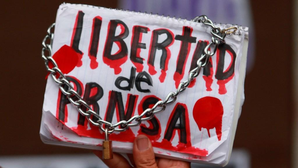 Informe detecta 'alarmante' acoso judicial a periodistas en México - Protesta de periodistas en México. Foto de EFE