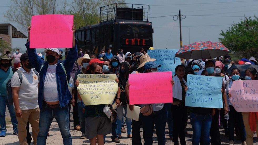Exigen liberación de 95 estudiantes encarcelados en Chiapas - Exigen liberación de 95 estudiantes encarcelados en sendas marchas en México. Foto de EFE