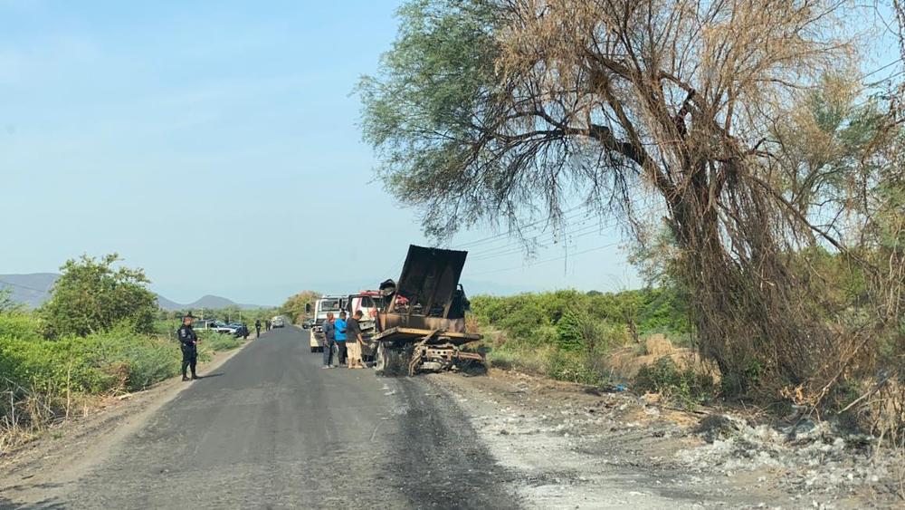 Quema camión Aguililla Apatzingán 3