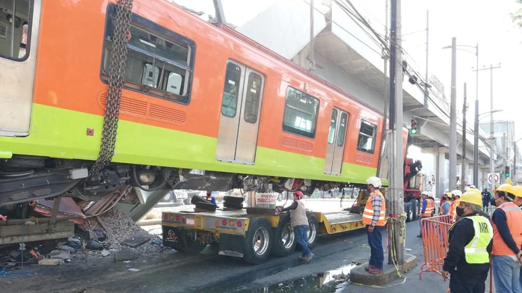 El desplome del Metro de la Línea 12 en imágenes y videos - Retiro de un vagón colapsado en Línea 12 del Metro. Foto de @SGIRPC_CDMX