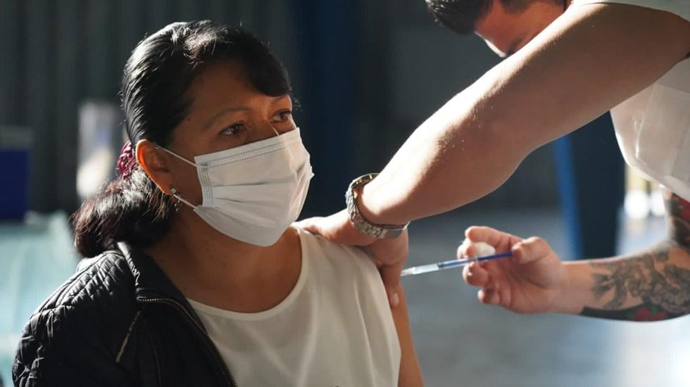 Garantiza Arturo Herrera vacunación para todos los mexicanos - Vacunación contra coronavirus en la Ciudad de México. Foto de @Claudiashein