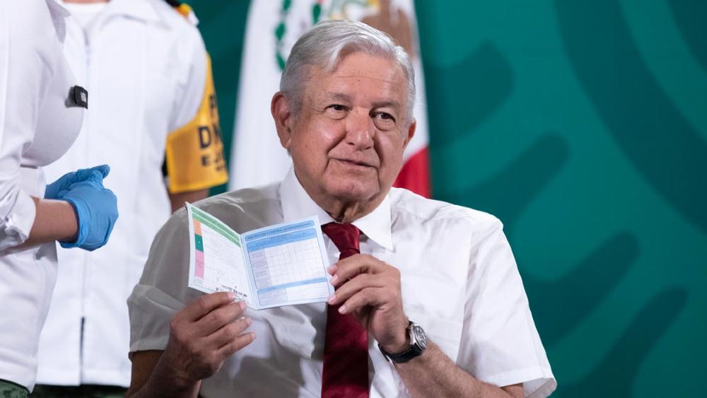 """""""Estoy al 100"""", presume AMLO tras recibir segunda dosis de vacuna - AMLO López Obrador segunda dosis vacuna"""